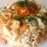 Салаты с кукурузой, морковью и яйцами, сыром, перцем, помидорами