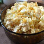 Салаты с кукурузой, сыром и яйцами, капустой