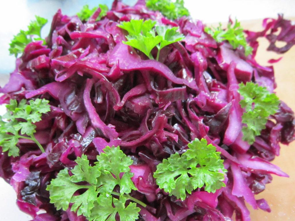 Салаты с кукурузой и белокочанной, краснокочанной, синей, фиолетовой капустой