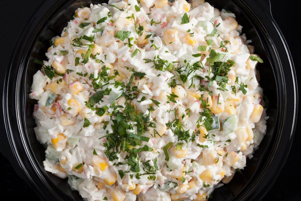 Рецепты салатов с кукурузой консервированной, яйцами и рыбой