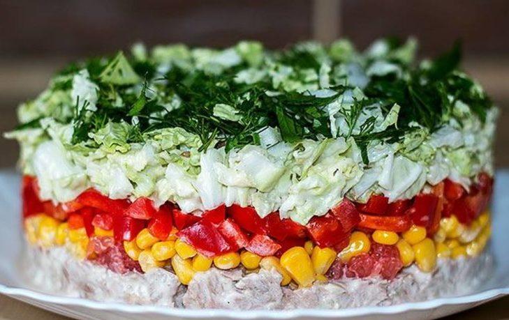 рецепт слоеного салата с кукурузой
