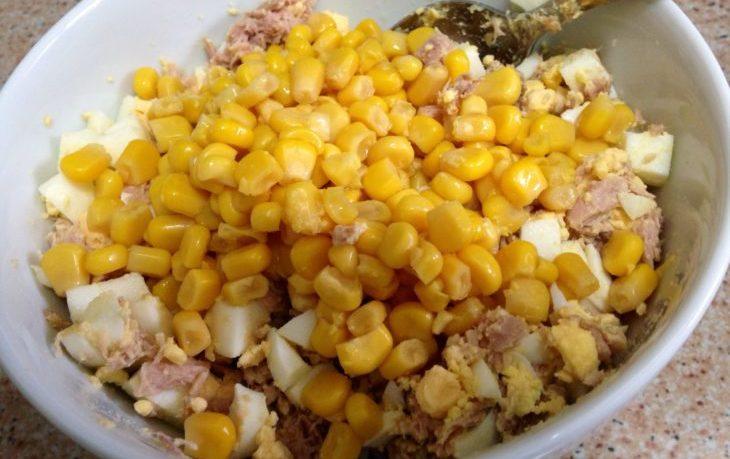салат с консервами и кукурузой рецепт