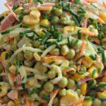 Рецепты салатов с кукурузой, колбасой и горошком