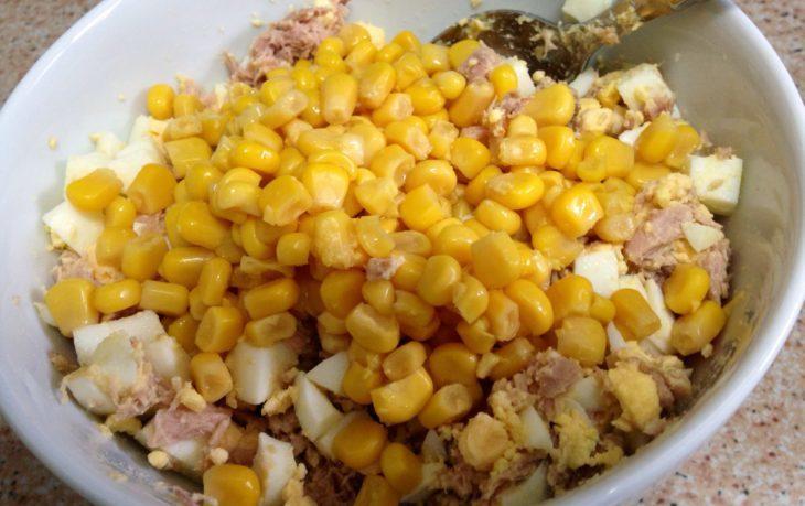 салат с сайрой и кукурузой рецепт