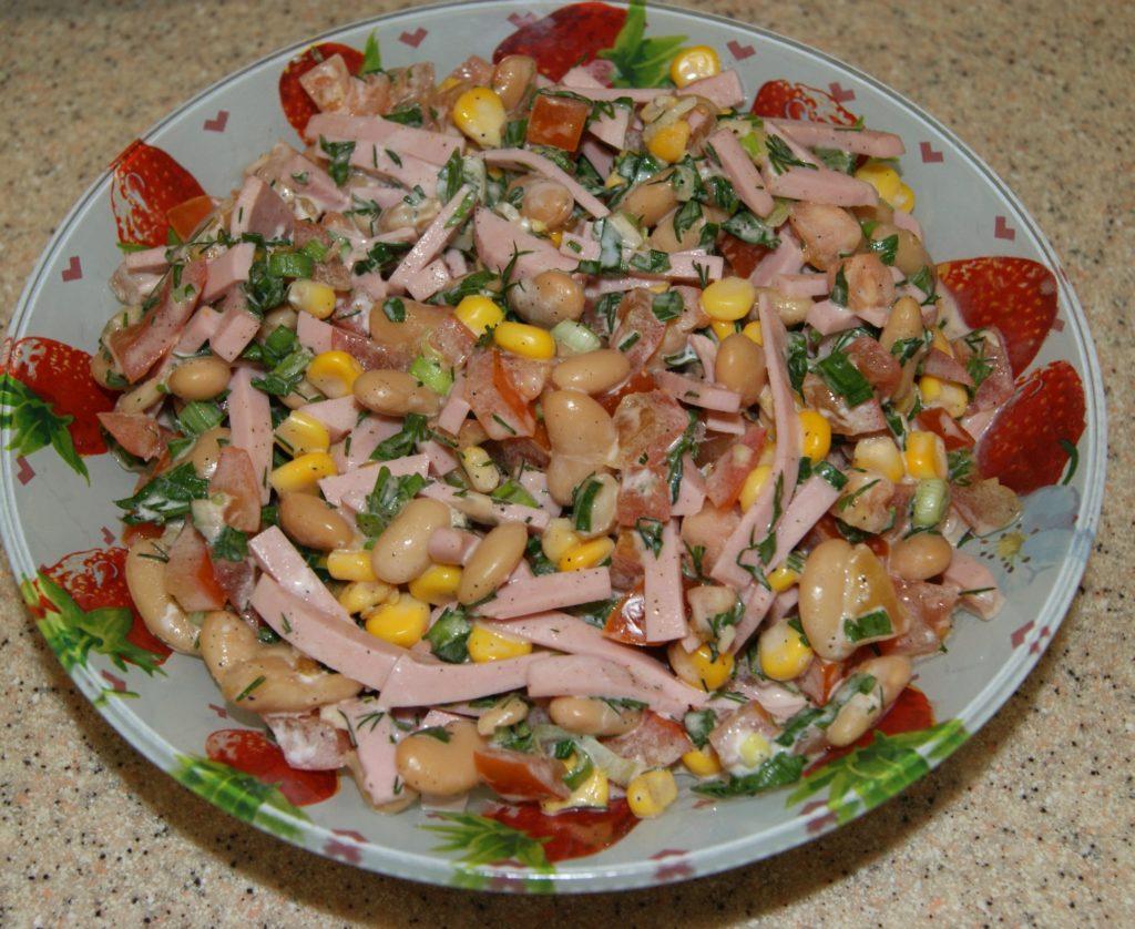 Рецепты салатов с кукурузой и ветчиной, индейкой, сердечками