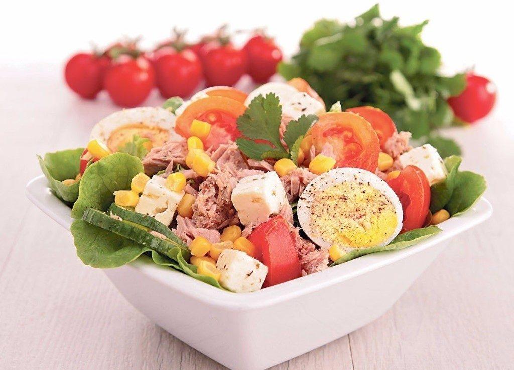 Рецепты салатов с кукурузой и яйцами