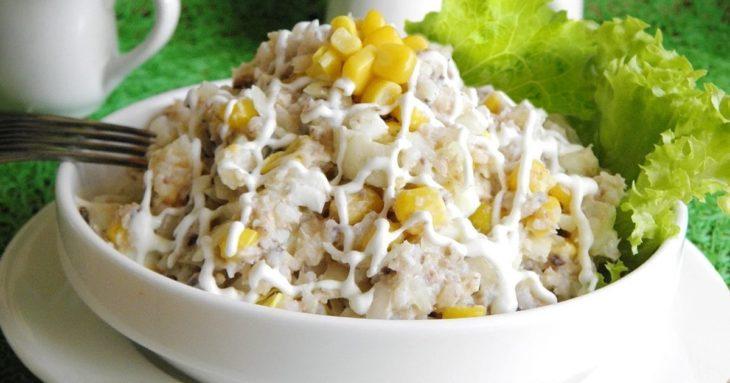 салат с мясом криля и кукурузой