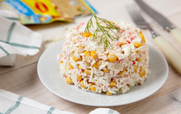 салат со сладкой кукурузой