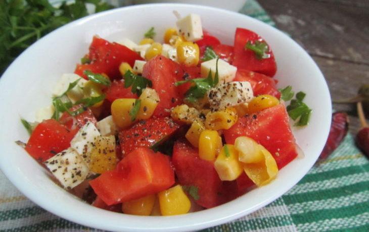 рецепт салата с брынзой и кукурузой