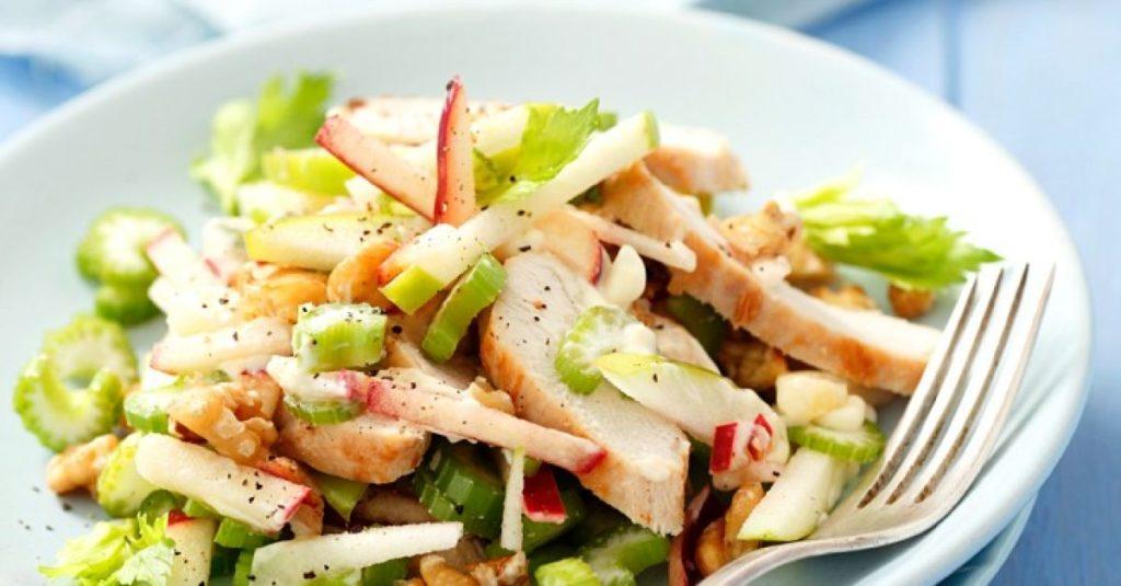 Рецепты салатов с сельдереем, яблоком и курицей