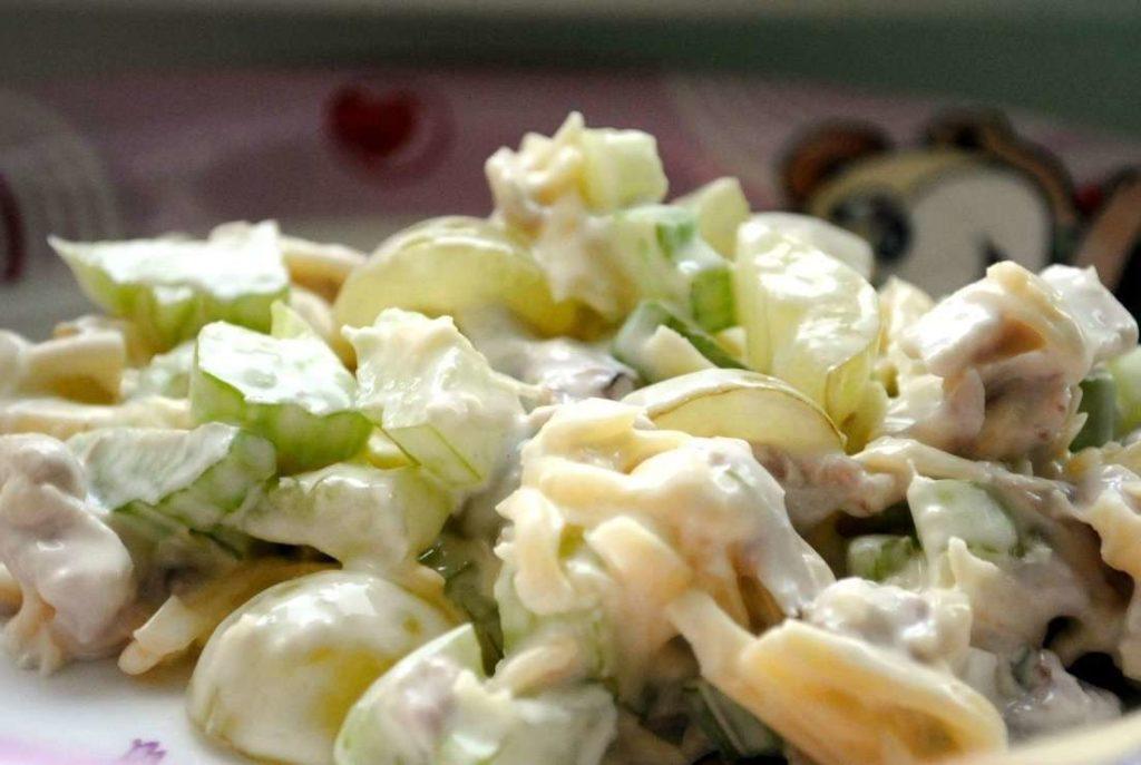 Рецепты салатов с курицей, сельдереем и виноградом