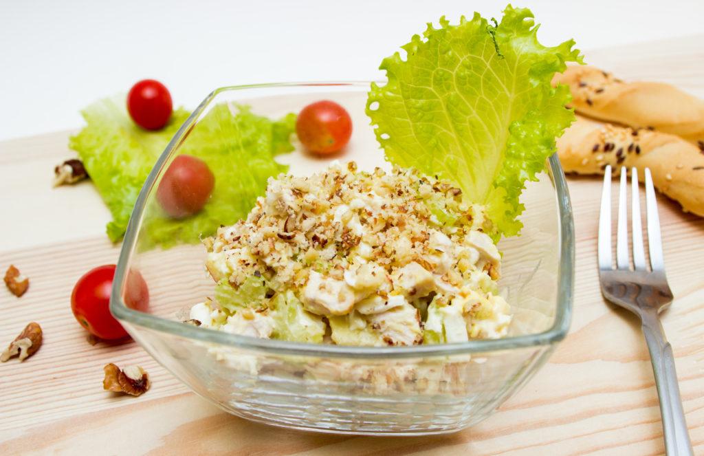 Рецепты салатов с сельдереем, яблоком и тунцом, креветками, крабовыми палочками