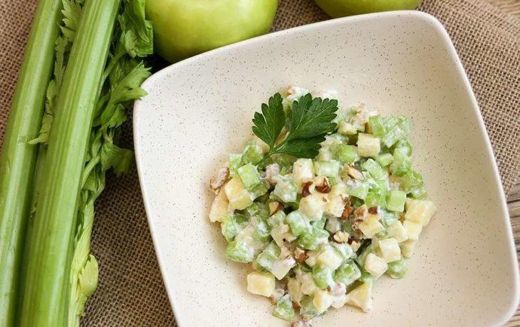салат дамский с сельдереем и яблоком рецепт
