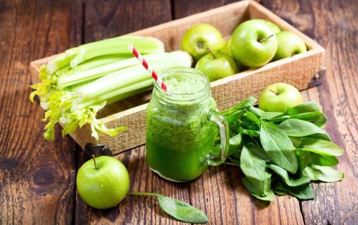 свежевыжатый сок с сельдереем и яблоком