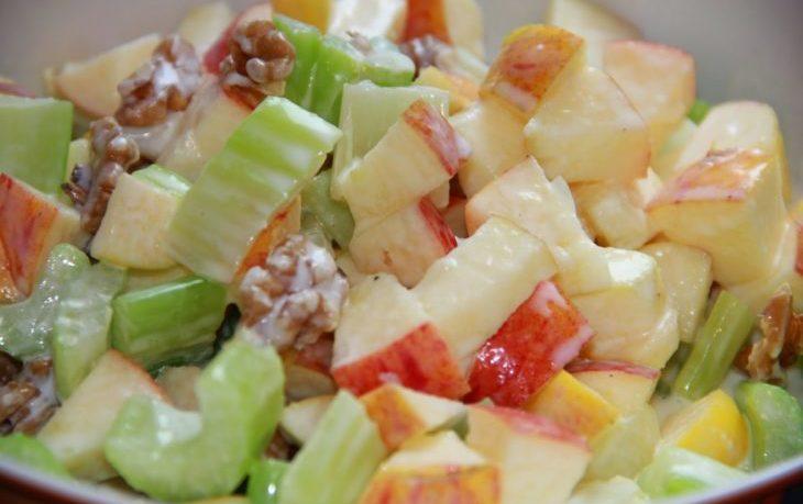 рецепт салата из сельдерея и яблока