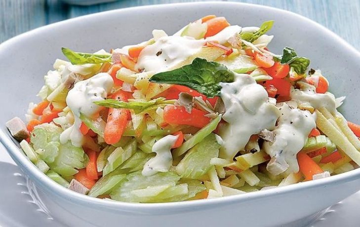 рецепт салата с сельдереем, морковью, курицей