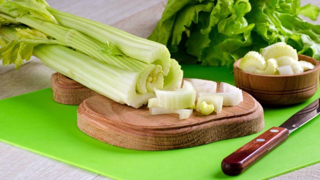 Можно ли есть сельдерей в сыром виде