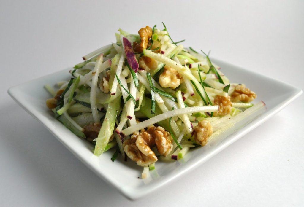 Рецепты салатов с сельдереем и грецкими орехами