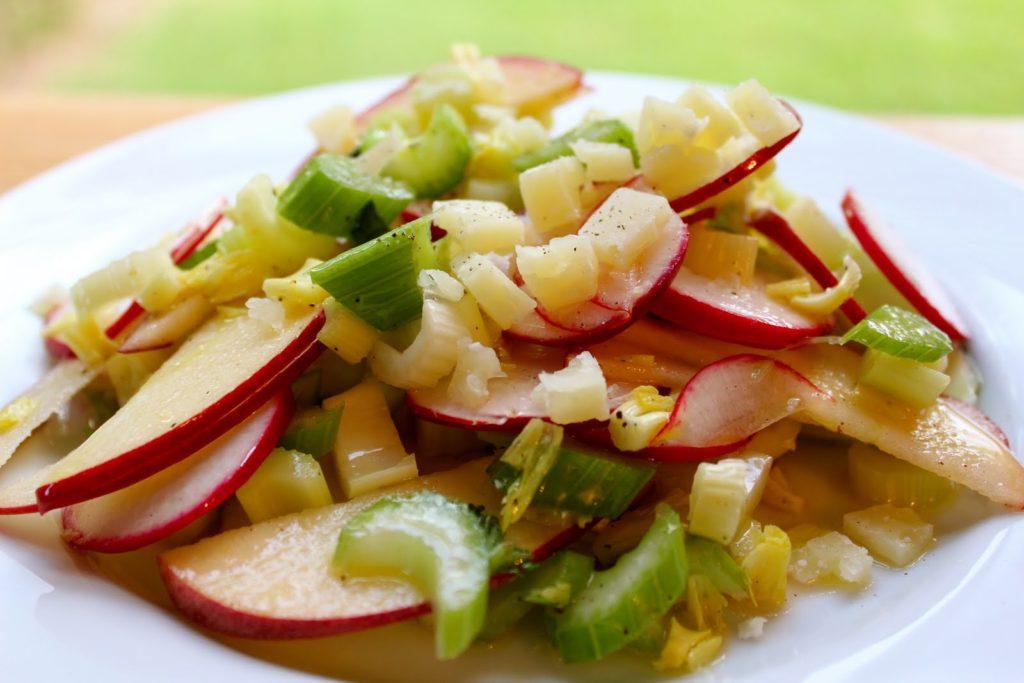 Простые рецепты салатов с сельдереем для похудения