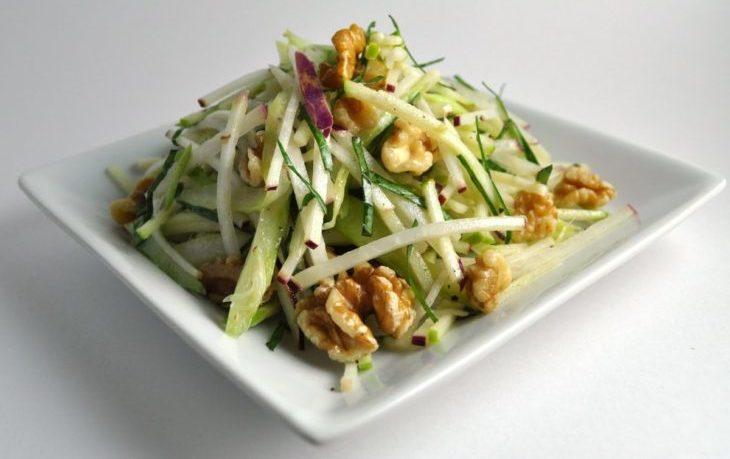салат с сельдереем и орехами