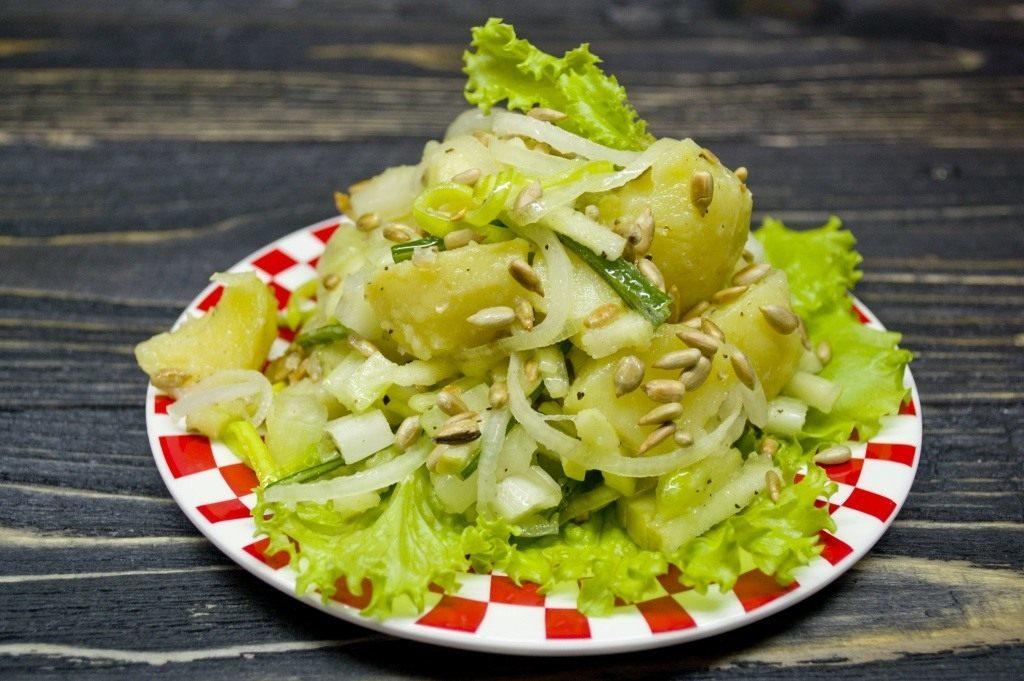 Рецепты салатов с сельдереем: постный, по-корейски, теплый салат