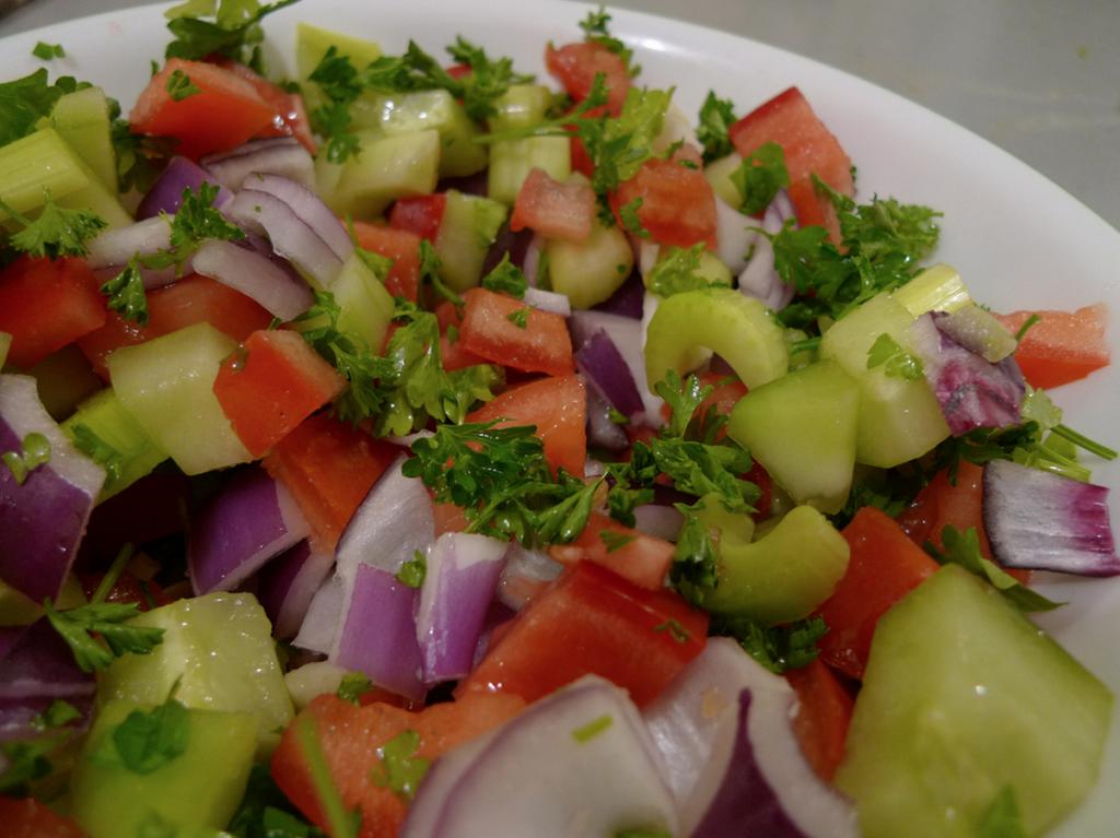 Рецепты салатов с листьями сельдерея и помидорами, чесноком, яблоками