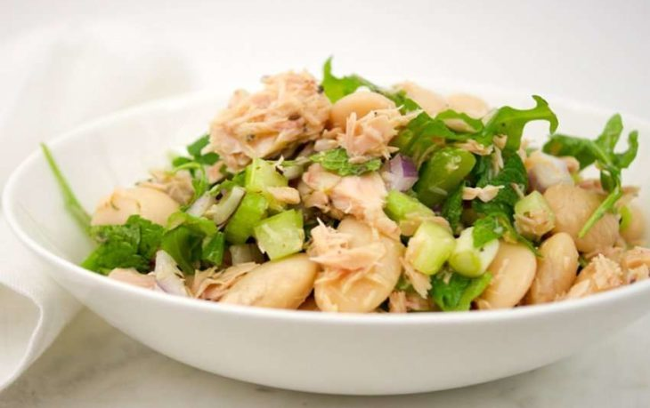 Рецепты вкусных салатов с сельдереем и яйцом, изюмом, фасолью