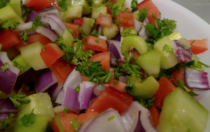 салат из листьев сельдерея