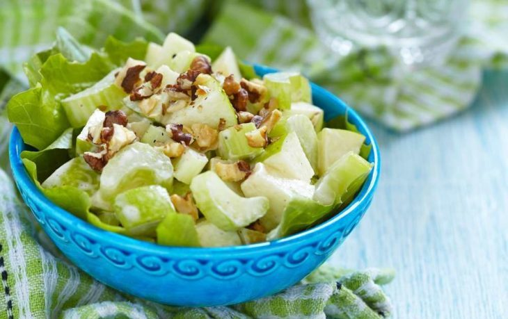легкий салат с сельдереем