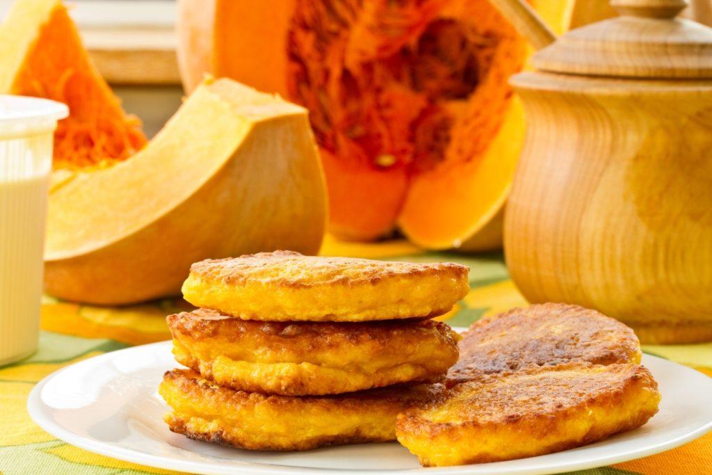 Быстрые и вкусные рецепты оладий из тыквы