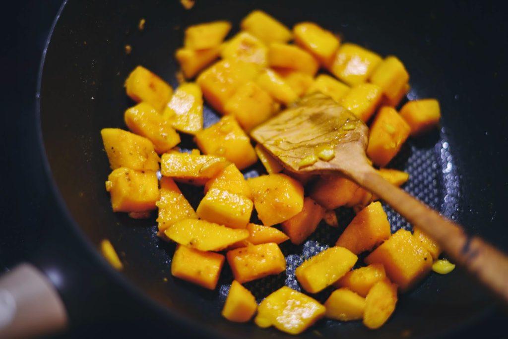 Как быстро и вкусно приготовить тыкву на сковороде: популярные рецепты